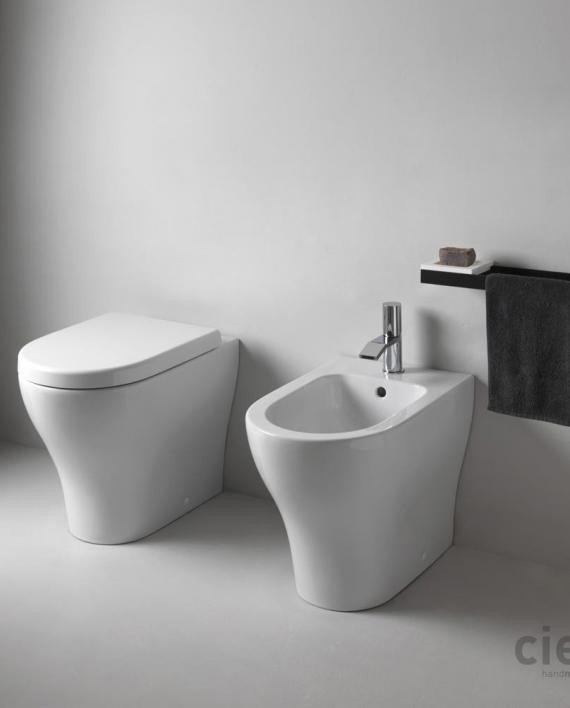 Ceramica cielo serie enjoy sanitari filomuro soft close for Sanitari cielo
